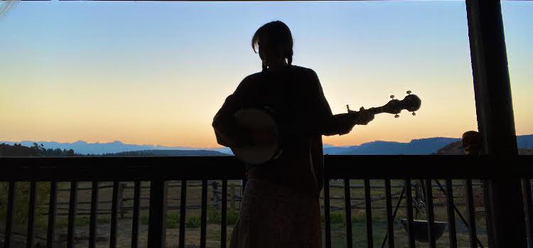 Gracie+Kate+has+enjoyed+playing+the+banjo+while+self-quarantining.