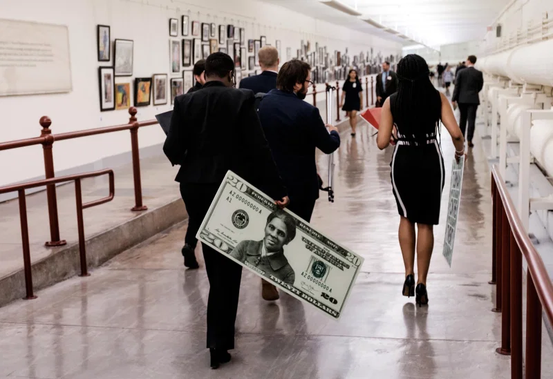 A+congressional+staffer+departs+holding+a+visual+representation+of+what+the+redesigned+%2420+bill+honoring+Harriet+Tubman+would+look+like.+