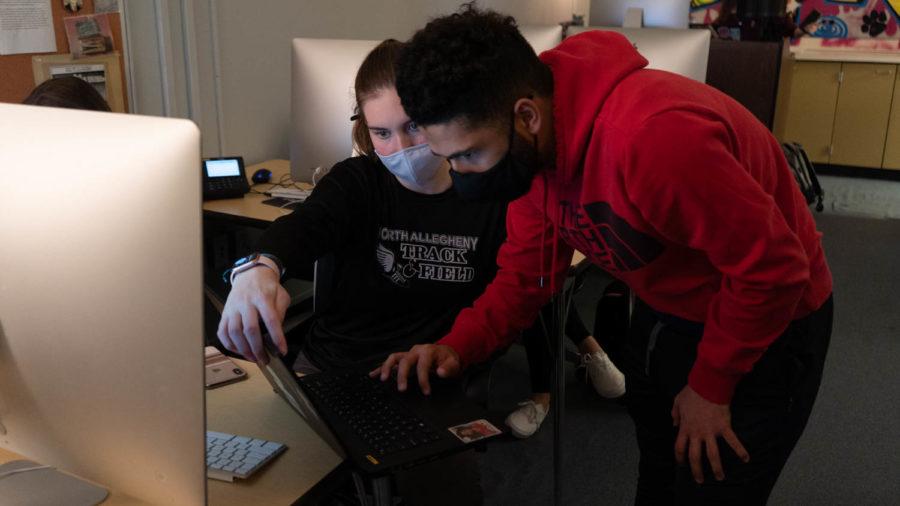 News Editor Abby Pingpank helps Staff Writer Christiaan Titus on an article.