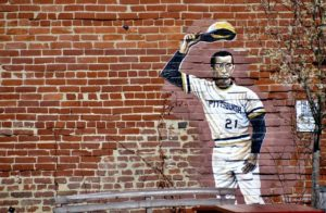 A small, life-size figure of Roberto Clemente outside of the Clemente Museum