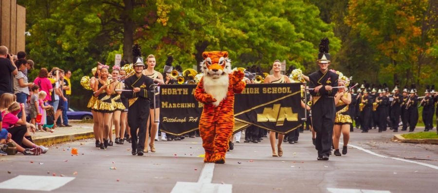 The+beginning+of+the+2021+Homecoming+Parade